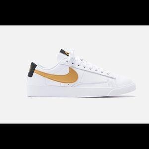 Nike Womens Blazer Low LE Leather Size 7 White